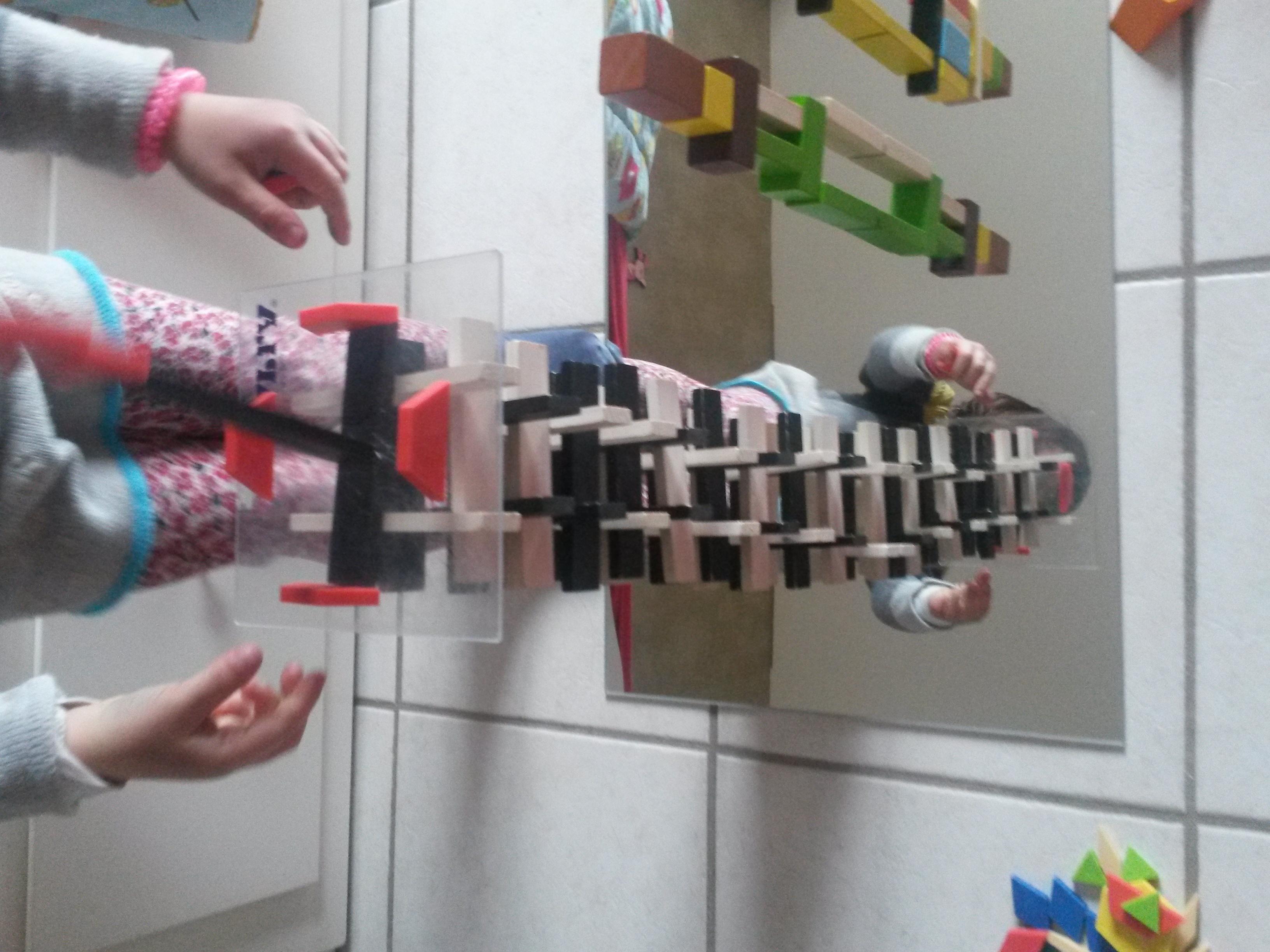 Des jeux sur miroir inspir s par reggio for Fille au miroir