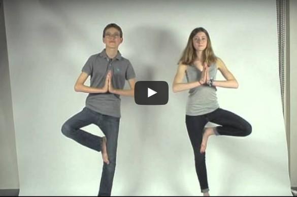 6 postures de yoga anti stress pour les enfants en vid o. Black Bedroom Furniture Sets. Home Design Ideas