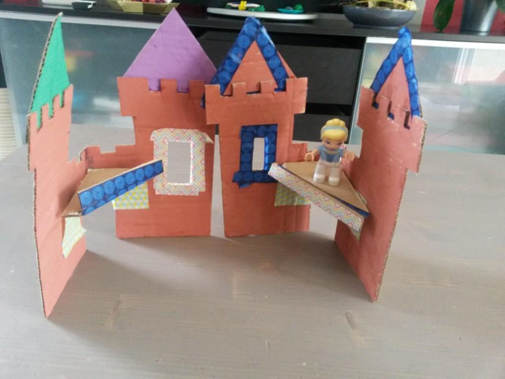 Un Château Avec Du Carton Une Activité Créative Et Facile