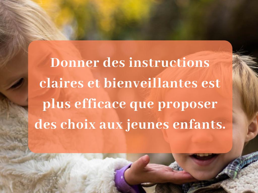 Donner des instructions claires et bienveillantes est plus efficace que proposer des choix aux jeunes enfants