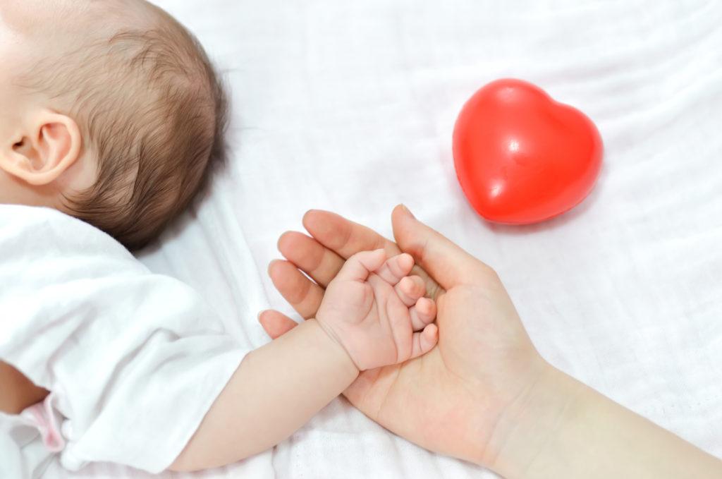 bébé crampon veut que sa mère